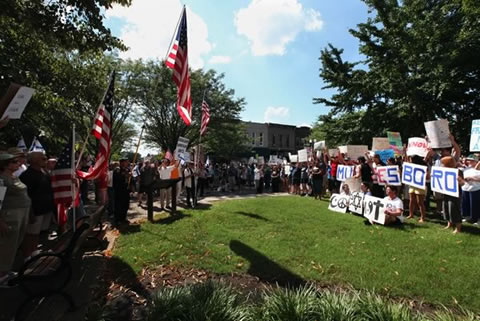 demonstrators confront anti-Muslim protestors